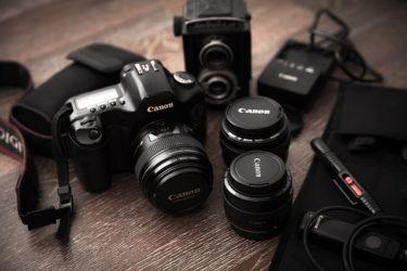 【2020年】一眼レフカメラを買う時に一緒に買った方が良い物10選
